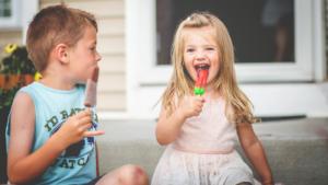 2 kids having popsicles